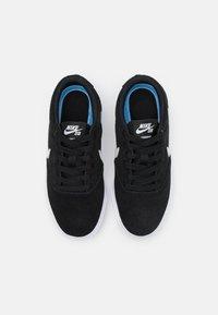 Nike SB - CHARGE UNISEX - Sneakers laag - black/photon dust - 3