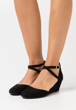 Pumps med kilklack - black