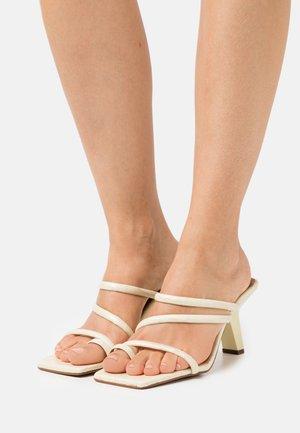 Sandály s odděleným palcem - cream cotur