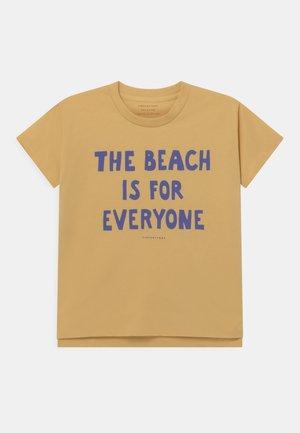 MANIFESTO UNISEX - Print T-shirt - yellow