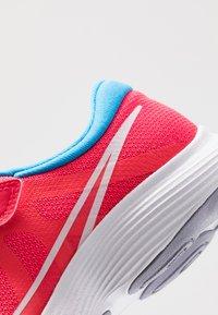 Nike Performance - REVOLUTION 4 DISRUPT - Nøytrale løpesko - red orbit/white/blue hero/indigo haze - 2