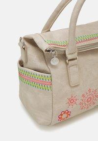 Desigual - BOLS CARLINA LOVERTY - Handbag - crema - 3