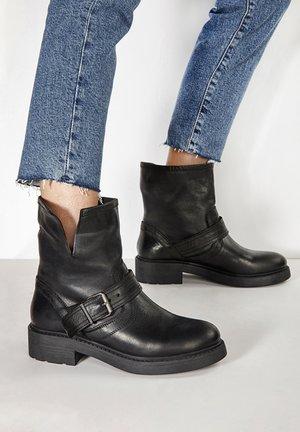 Platform ankle boots - black blk