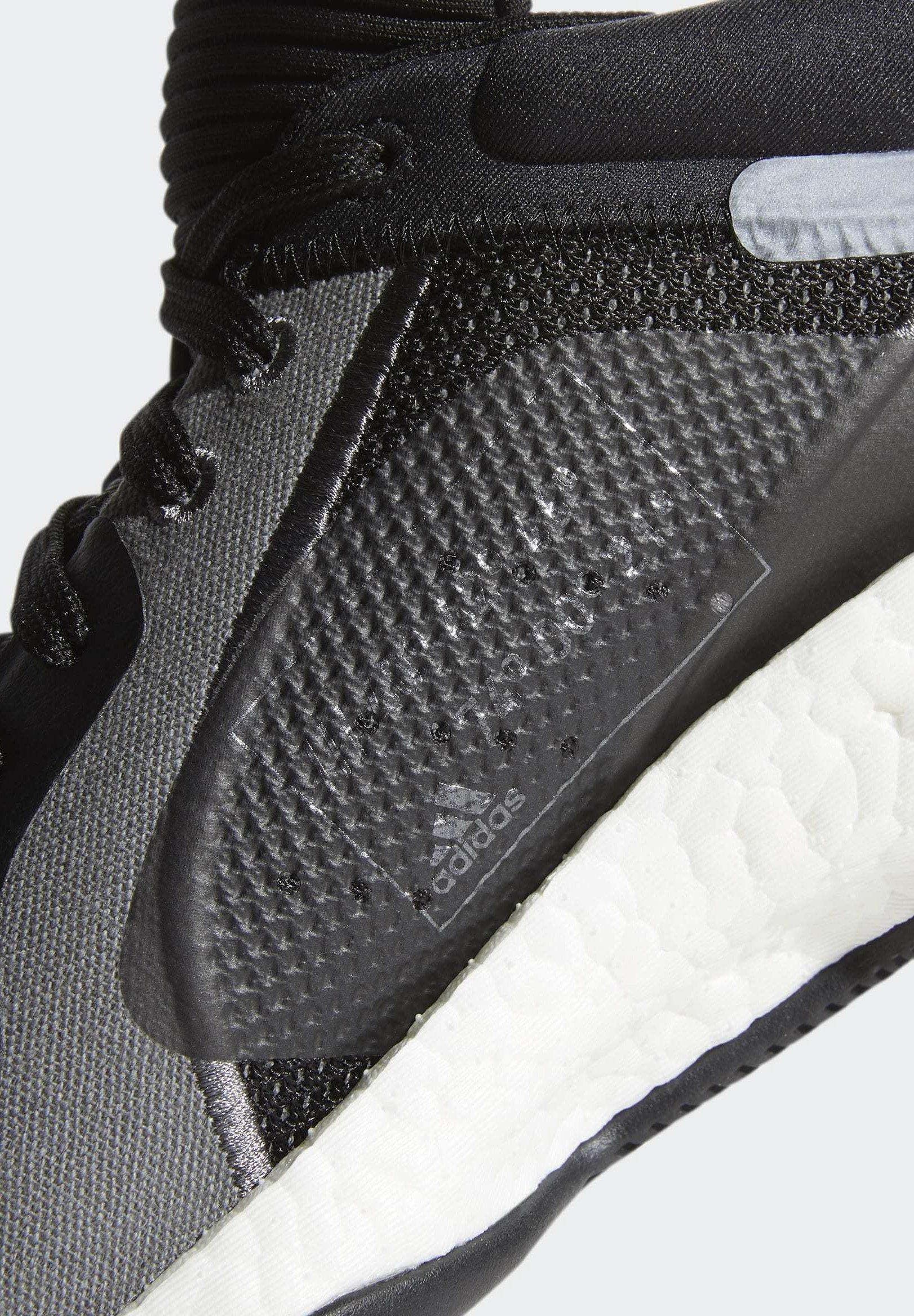adidas Performance MARQUEE BOOST LOW SHOES - Basketballschuh - black/schwarz - Herrenschuhe sjaoc
