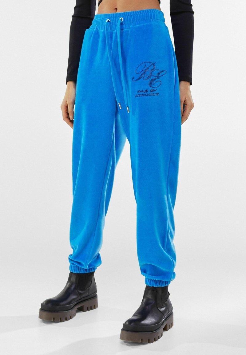 Bershka - Pantaloni sportivi - blue