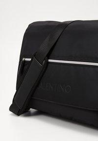 Valentino by Mario Valentino - REALITY - Sac bandoulière - nero - 3