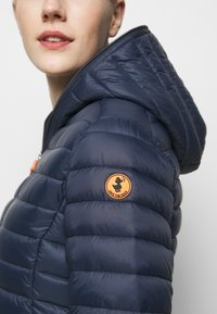 Save the duck - DAISY HOODED JACKET - Winter jacket - navy blue - 5