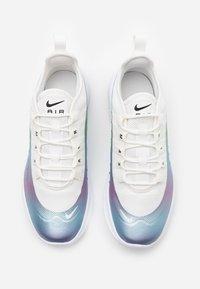 Nike Sportswear - AIR MAX AXIS - Sneakers basse - white/total orange/obsidian/amarillo - 3