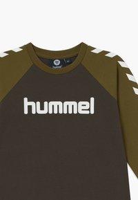 Hummel - Langarmshirt - black olive - 3