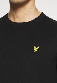 Lyle & Scott - Crew Neck Jumper - Jumper - jet black - 5