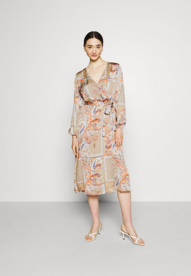 VIJOSE BLUME MEDI TIE DRESS - Korte jurk - sandshell