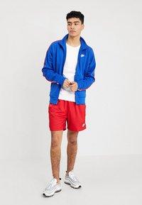Nike Sportswear - FLOW - Shorts - university red - 1