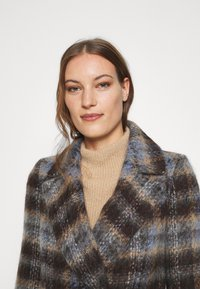 Banana Republic - BRUSHED PLAID COAT - Classic coat - brown/blue - 3