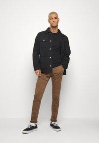 Replay - ZEUMAR HYPERFLEX  - Slim fit jeans - cigar - 1
