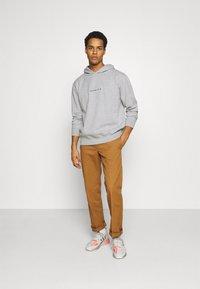 Mennace - ESSENTIAL REGULAR HOODIE UNISEX - Sweatshirt - grey marl - 1