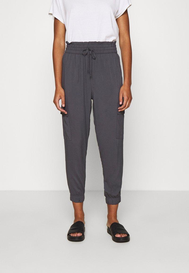 Abercrombie & Fitch - FASHION PANT  - Cargo trousers - asphalt