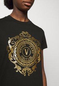Versace Jeans Couture - Vestito di maglina - black-gold - 5