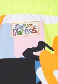 adidas Originals - LOVE UNITES UNISEX - Shorts - multicolour - 8