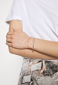 Swarovski - INFINITY BANGLE CHAIN - Bransoletka - silver-coloured - 1
