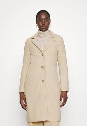 DAD COAT - Zimní kabát - creamy khaki