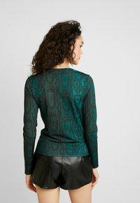 Ivyrevel - LONG SLEEVE - Long sleeved top - green snake - 2