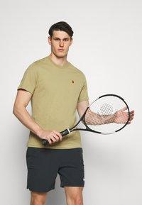 Nike Performance - SHORT - Pantalón corto de deporte - black/white - 3