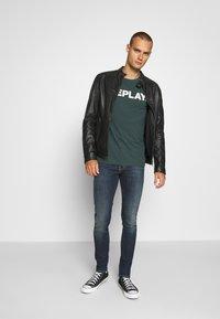 Levi's® - SKINNY TAPER - Jeans Skinny Fit - brimstone - 1