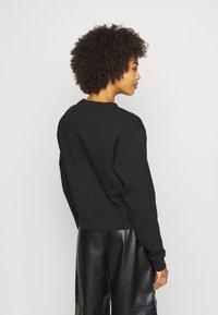 Guess - TRIANGLE - Sweatshirt - jet black - 2