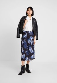 French Connection - CATERINA MIDI WRAP - Wrap skirt - utility blue multi - 1