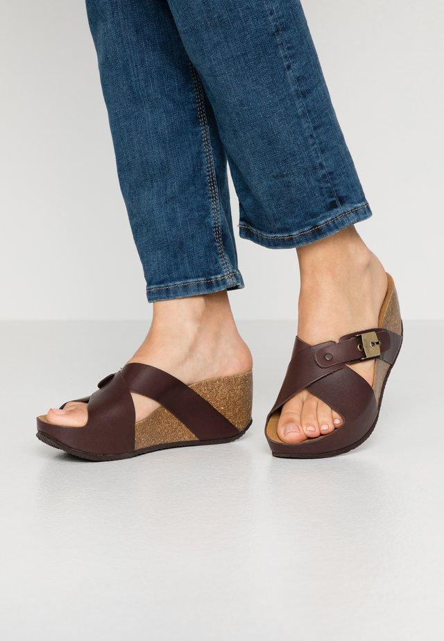 ELANAIS - Pantolette hoch - marron fonce