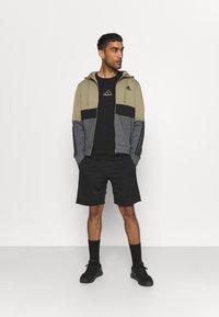 adidas Performance - COLORBLOCK FULL ZIP ESSENTIALS - Zip-up sweatshirt - orbit green/black - 1