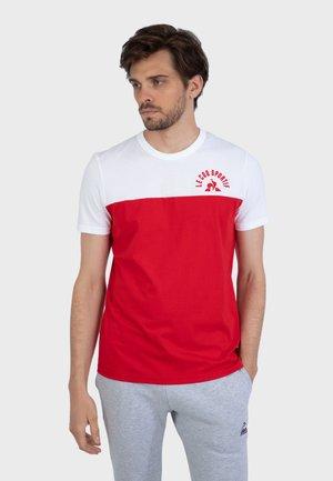 HISTOIRE DE SAISON - T-shirt print - red / white