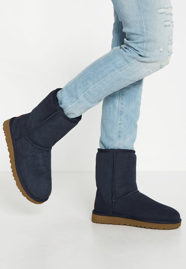 CLASSIC SHORT - Classic ankle boots - navy