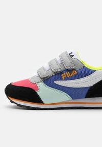 Fila - ORBIT - Sneakersy niskie - black/calypso coral - 5