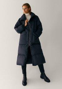 Massimo Dutti - MIT STEPPNÄHTEN  - Winter coat - dark blue - 0