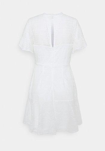 FLOUNCE DRESS - Cocktailklänning - white