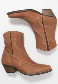 Shoe The Bear - ARIETTA - Cowboy/biker ankle boot - brown - 3