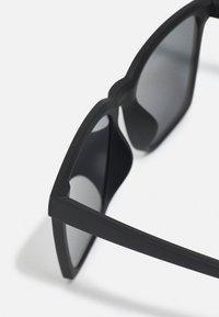 Nike Sportswear - BOUT UNISEX - Sunglasses - matte black/dark grey - 2