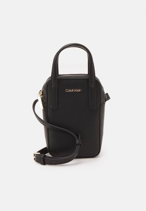 CAMERA BAG TOP SAFFIANO - Across body bag - black