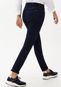 BRAX - STYLE SHAKIRA - Jeans Skinny Fit - clean dark blue - 2
