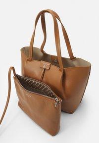 Patrizia Pepe - BORSA BAG SET - Handbag - cognac - 4