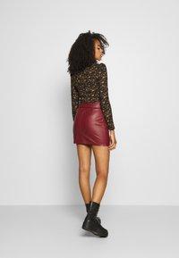 ONLY - ONLJESSIE SKIRT - Mini skirt - fired brick - 2