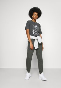 Even&Odd - Regular Fit Jogger with contrast cord - Verryttelyhousut - mottled dark grey - 1