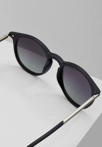 Pilgrim - SUNGLASSES MACON - Sunglasses - black - 2
