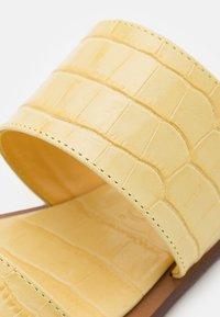 MAX&Co. - CANCELLO - Muiltjes - helichrysium jaune - 6