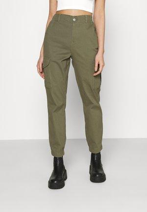 ONLJENNI LIFE PANT - Pantalones cargo - kalamata