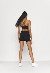 Nike Performance - TEMPO LUXE SHORT - Short de sport - black - 2