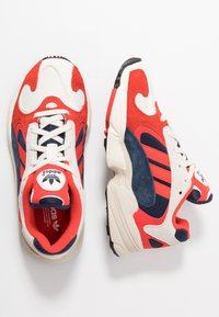 adidas Originals - YUNG-1 TORSION SYSTEM RUNNING-STYLE SHOES - Zapatillas - white/core black/collegiate navy - 2