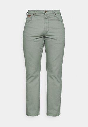 TEXAS - Jeans a sigaretta - wreath green