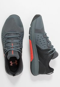 Under Armour - CHARGED COMMIT TR 2.0 - Sports shoes - black/pitch gray/martian red - 1